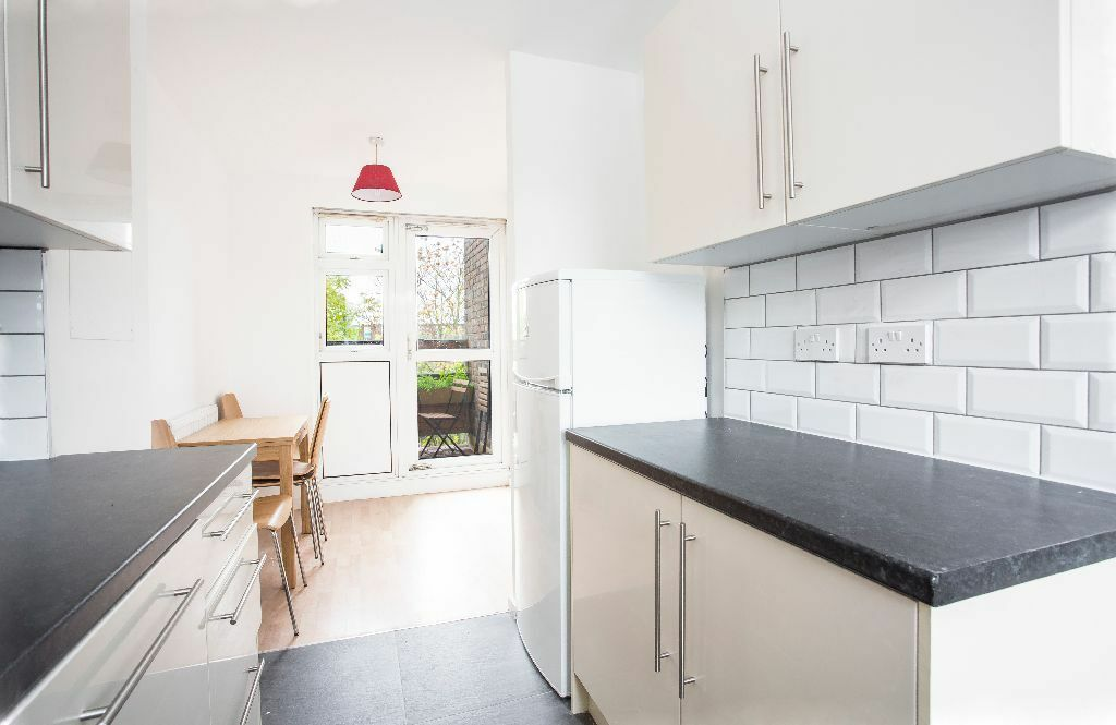 Newly Refurbished FOUR LARGE BEDROOMS walking destine to Shoredtich