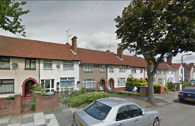 Lovely spacious studio flat on the ground floor available in Brent. HB and DSS accepted.
