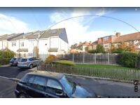 3 Bedroom end of terrace house close to all local amenities in Winchmore Hill. N21