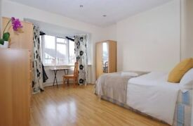 Huge double room in East Acton with big garden!!
