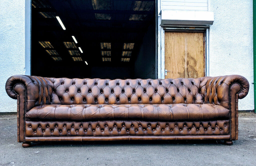 Pleasing Very Large 4 Seater Antique Gold Leather Chesterfield Sofa Delivery Available In East End Glasgow Gumtree Gmtry Best Dining Table And Chair Ideas Images Gmtryco