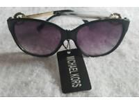ladies black sunglasses