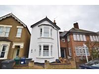 3 bedroom house in Salisbury Road, High Barnet, EN5