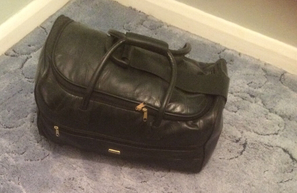 """Holdall, Black 21"""", 2 Wheels and Pulling Strap. Collect Benhall"""