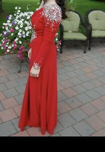 BEAUTIFUL RED PROM DRESS BARLEY WORN
