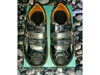***Boys Clarks trainers size UK 2 G EUR 34
