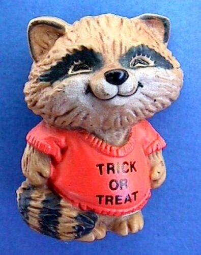 Hallmark PIN Halloween Vintage SHIRT TALES RACCOON Trick or Treat Holiday Brooch
