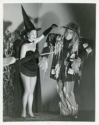 MARY HEALY WITCH PETER LIND HAYES SCARECROW HALLOWEEN ORIGINAL 1952 NBC TV PHOTO
