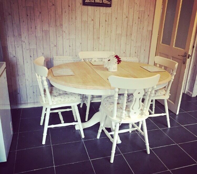 Round extending table and 4 chairs