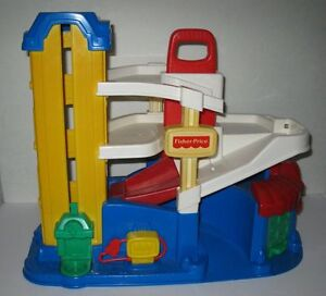 Fisher Price #2393 Little People Action Ramps Garage