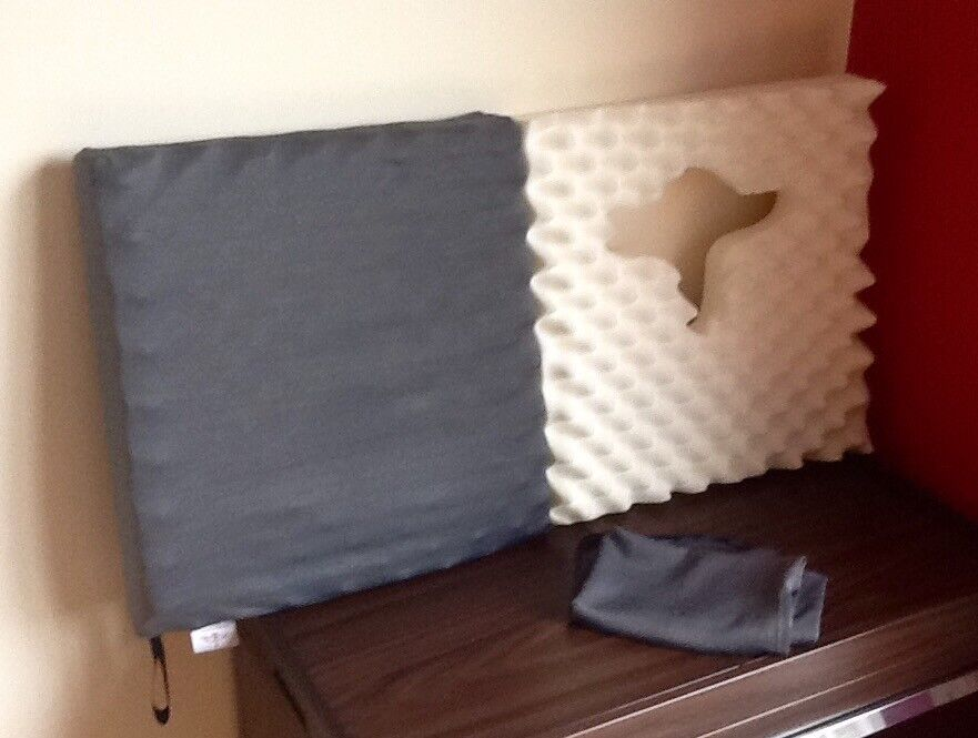 2 Pressure relieving cushions