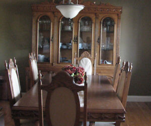 Solid Oak Dining Room Table and Buffet Hutch