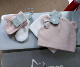 0-6 months baby girl 2x sets of new hats and mittens