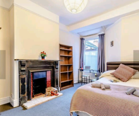 Coventry Holiday Home - Dog friendly