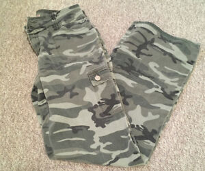 Womans Camouflage Print Pants sz 7
