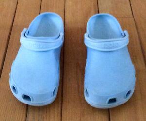 Women's Crocs, Size 10 - St. Thomas