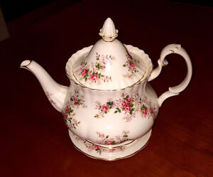 "Royal Albert Bone China ""Lavender Rose"" Teapot"