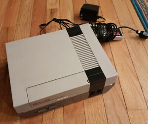 Nintendo / NES System + Controller (AS-IS)