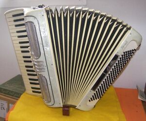 Accordion / 120 Bass Soprani Recanat Accordian