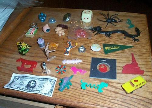 vintage lot small plastic toys vending machine charms Cracker Jack premium #ctr3