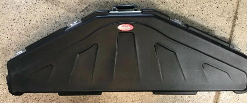 SKB Hunter Series Single Bow Hardshell Black Case Model# 2SKB-4117