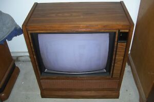 Electrohome kijiji free classifieds in mississauga for Floor model tv