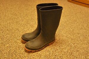 Kids Rubber Boots Size 3 Excellent Condition!! Spring is coming!