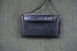 COLLECTIBE SONY PORTABLE AM 6 TRANSISTOR  RADIO  MODEL  #4R-56 London Ontario image 8