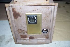 OLD WALL SAFES ONE COBINATION ONE KEY MADE IN USA London Ontario image 2
