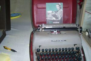 1950s REMINGTON PORTABLE TYPEWRITER MANUAL TYPE London Ontario image 1