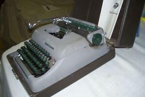 1950s REMINGTON PORTABLE TYPEWRITER MANUAL TYPE London Ontario image 3