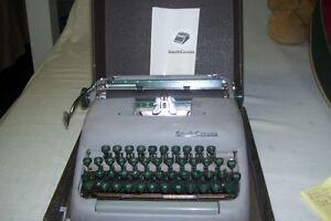 1950s REMINGTON PORTABLE TYPEWRITER MANUAL TYPE London Ontario image 2