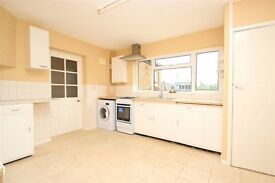 4/5 bed house (Newly Decorated) in West Drayton (Heathrow, Stockley Park)