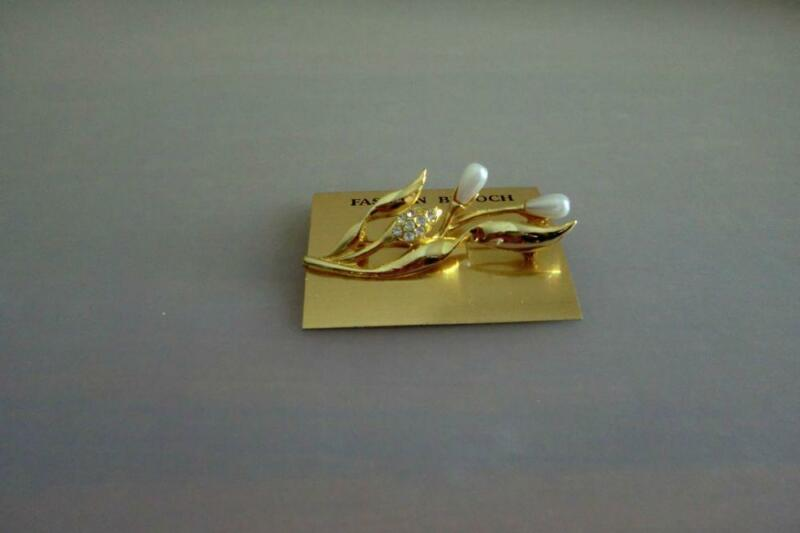 Gold Plated Pearl Brooch