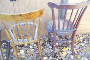 SOLID  ANTIQUE CHAIRS NEED REFINISHED London Ontario image 3