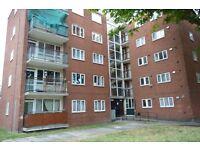 4 bedrooms in Bracondale Road, London