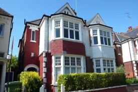 BEAUTIFUL THREE BEDROOM FLAT. NEXT TO PARK. CALL QUICKLY TO VIEW!!