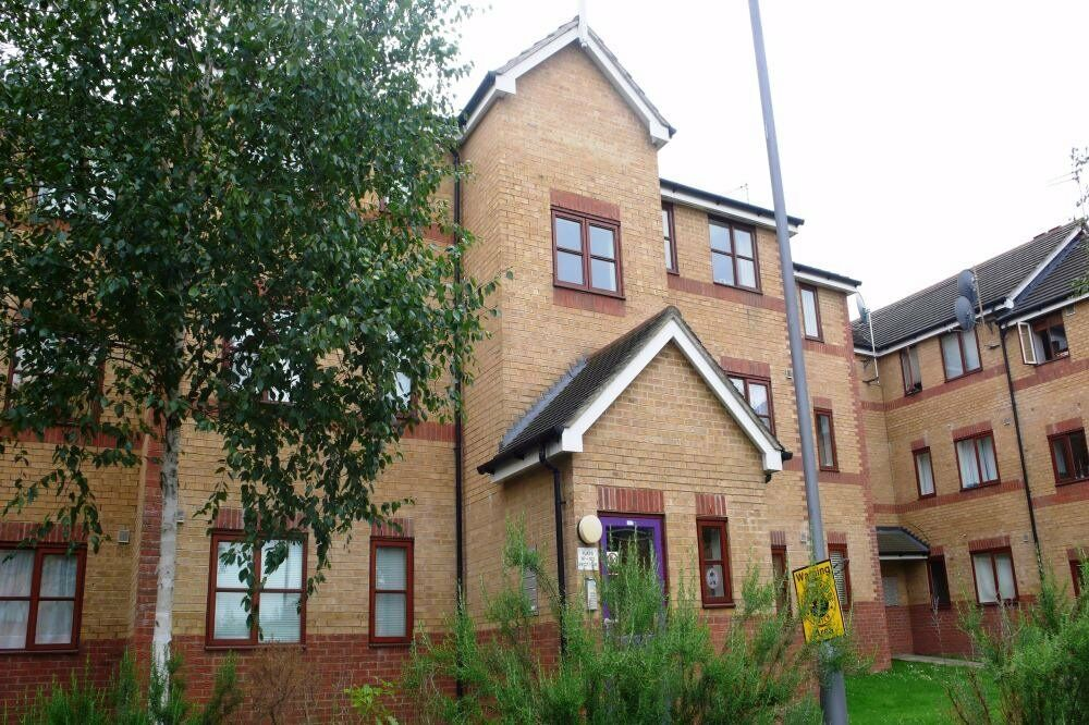 ONE BED FLAT IN MODERN PRIVATE DEVELOPMENT - GREAT LOCATION