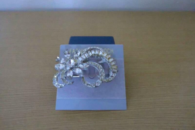 White Stone Fashionable Brooch