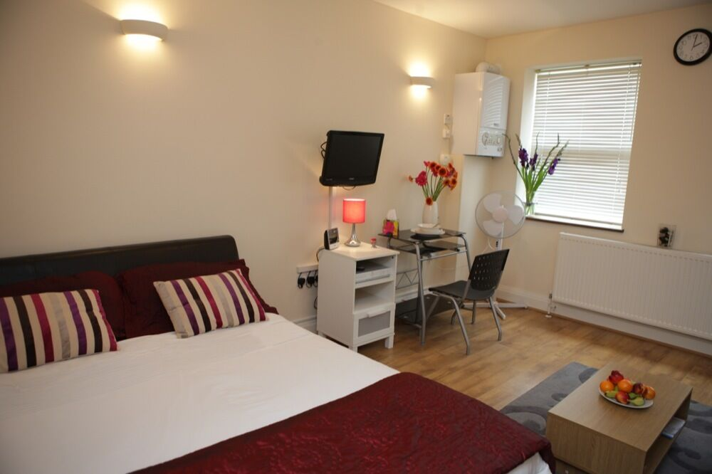 IMMACULATE SERVICED APARTMENTS AVAILABLE FOR SHORT LET NEAR HEATHROW