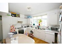 MASSIVE 3 BED FLAT OPPOSITE TO GLADSTONE PARK - CALL THE OFFICE NOW FOR VIEWINGS!!