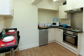 STUDENT ROOM TO RENT IN MANCHESTER. SINGLE ROOM WITH WARDROBE, STUDY DESK, CHAIR, UNDERBED STORAGE