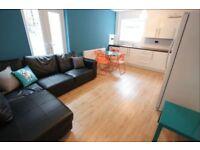 6 bedroom house in Sheil Rd, Kensington