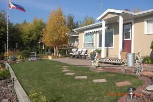 Beautiful lake front property with cute cabin & guest house