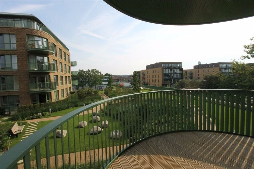 ***EXCLUSIVE ONE BEDROOM APARTMENT IN KIDBROOKE VILLAGE SE3 9FJ***