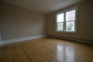 Renovated One Bedroom Unit By Downtown Regina