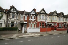 LARGE TWO DOUBLE BED FLAT NR SHOPS AND TRANSPORT. BE QUICK AT THIS PRICE