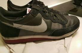 NIKE Challenger Men shoes trainers sport USED SIZE: 10 UK - 45 EU Black