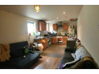 4 bedroom flat in Albany Road, Roath, CF24 3RP