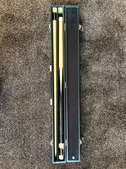 snooker cue with carry case length 57cm